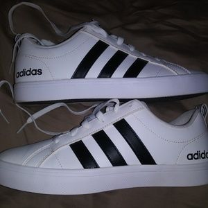 ADIDAS MENS SIZE 7.5 WHITE/BLACK